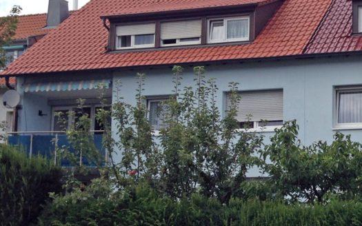 Mehrfamilienhaus mit Balkon und Dachgaube