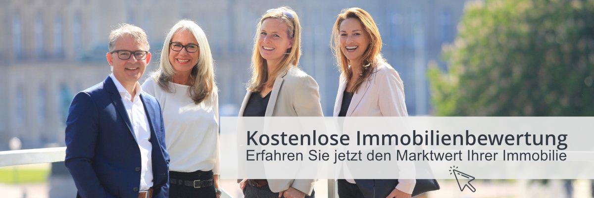 3 Frauen und ein Mann in Busniesskleidung er Stuttgart