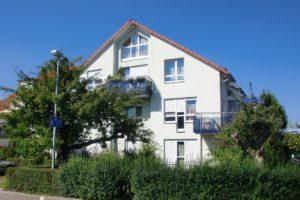 Mehrparteienhaus in einer Spielstraße in Stuttgart-Feuerbach