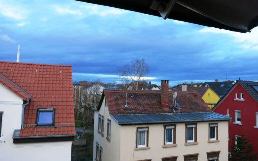 Blick aus Dachfenster über Nachbarhäuser